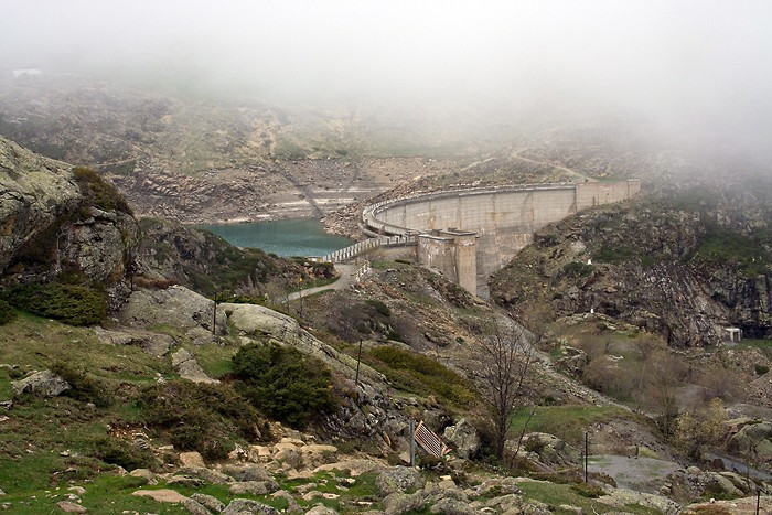Le lac des Gloriettes et son barrage