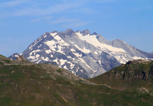 Vignemale et glacier d'Ossoue depuis la Pahule